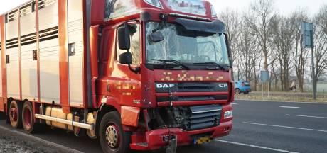 Vrachtwagens botsen op elkaar op A1