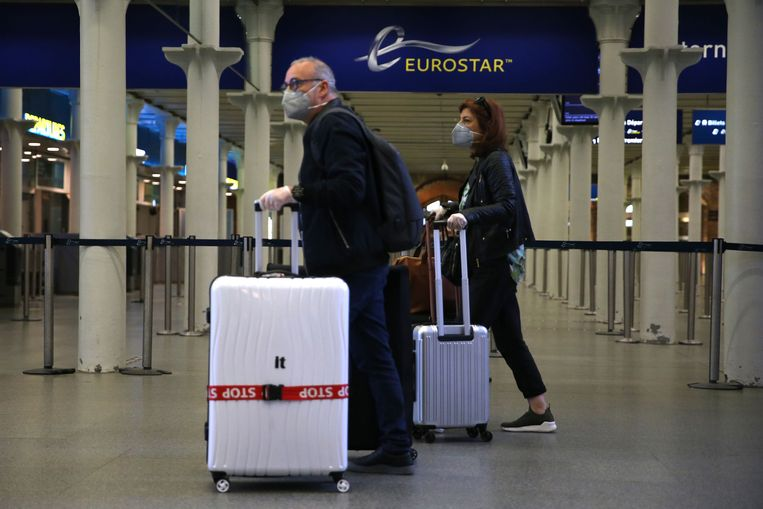 Eurostar-reizigers in het Londense station St Pancras. Beeld AFP