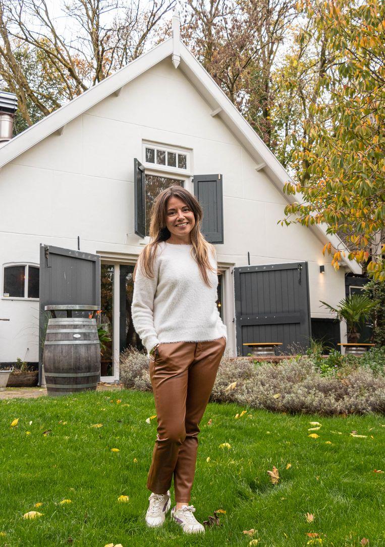 Event manager Sarah Engelberts (36) kan niet wachten om weer bruiloften te organiseren in de Vergulden Eenhoorn. Beeld Anouk Hulsebosch