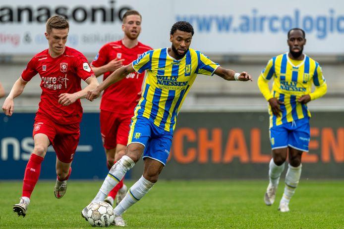 Sylla Sow, hier tijdens het duel met FC Twente, kan uitkijken naar een nieuwe club.