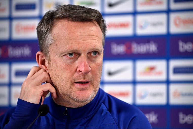 """Genk-coach John van den Brom: """"Dit kan toch niet man! We zijn een hele dag kwijt voor niets."""