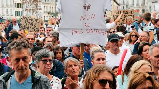 Ruim 230.000 Fransen de straat op tegen coronapas