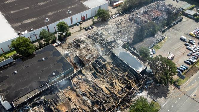 Vlammenzee laat enorme ravage achter op bedrijventerrein in Soesterberg