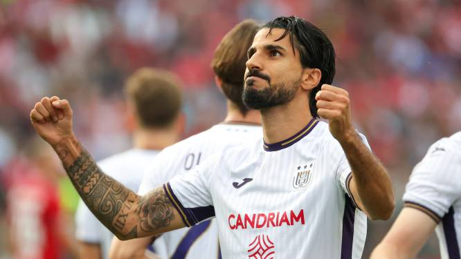Réduit à neuf, le Standard laisse filer le Clasico contre Anderlecht