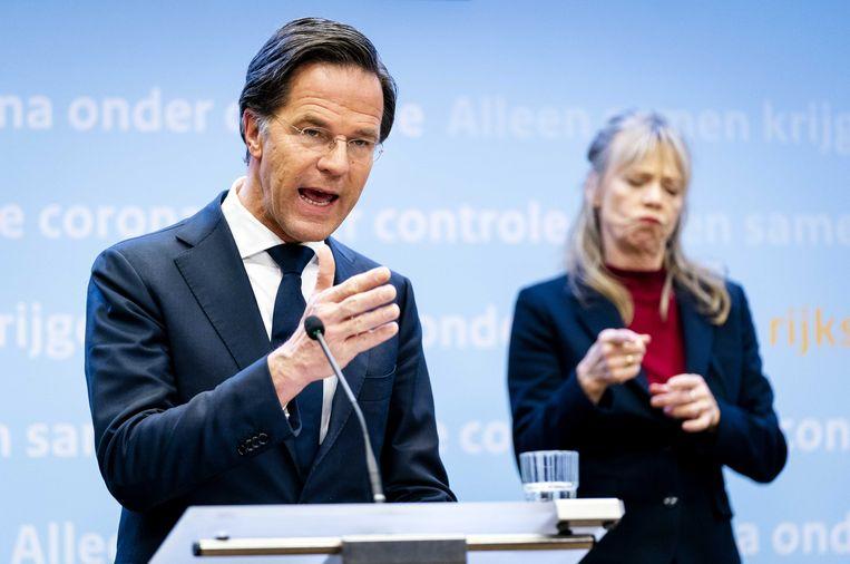 Demissionair premier Mark Rutte geeft tijdens een persconferentie een toelichting op de coronamaatregelen in Nederland.  Beeld ANP