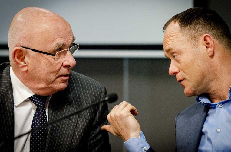 Michael van Praag (links) en directeur Bert van Oostveen van KNVB. Beeld anp