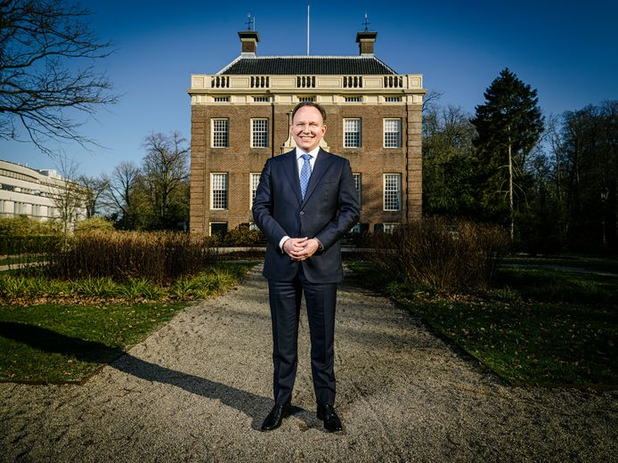Burgemeester Reinders van Stichtse Vecht is nu verantwoordelijk voor de gemeentelijke organisatie.