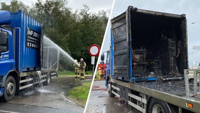 Container op vrachtwagen vat vlam in Lochem en brandt compleet uit
