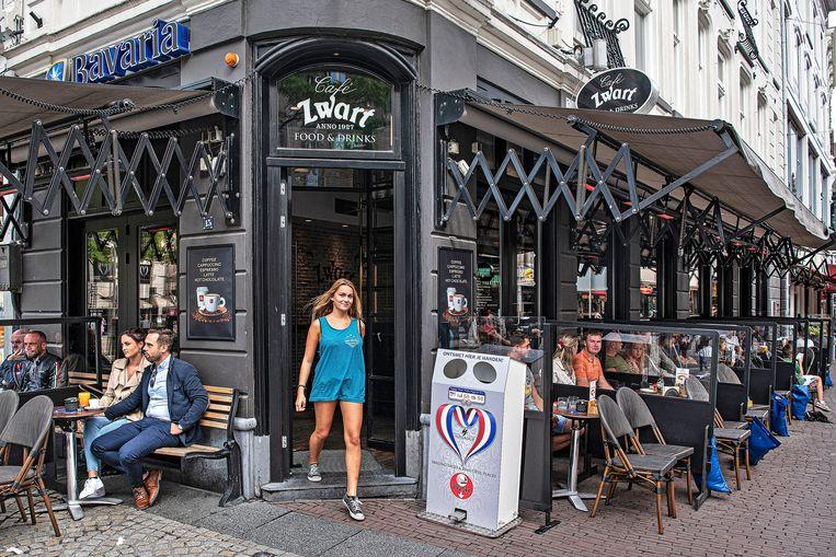 Cafe Zwart op de rand van de Dam. Beeld Guus Dubbelman / de Volkskrant
