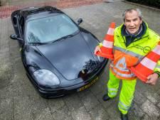 Willem is verkeersregelaar en in het bezit van een Ferrari: 'Hoe leuk kun je het hebben op je 72ste?'