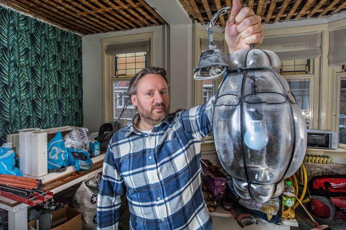 Vincent Stittelaar met zijn lamp.