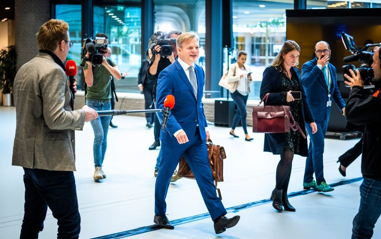 Pieter Omtzigt komt aan bij het gebouw van de Tweede Kamer na een ziekteverlof van ruim 16 weken. Beeld Freek van den Bergh / de Volkskrant