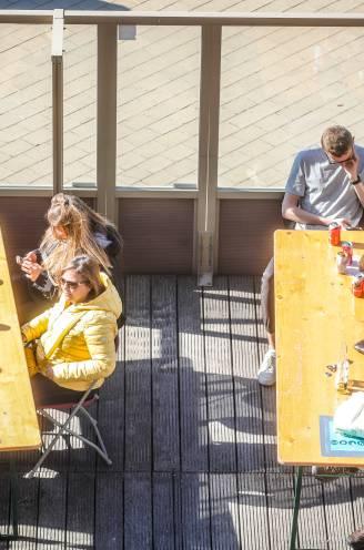 """Burgemeester Dedecker ziet 'terrasrevolutie' zonder incidenten: """"Voortaan is 1 mei het Middelkerkse terrasjesweekend"""""""