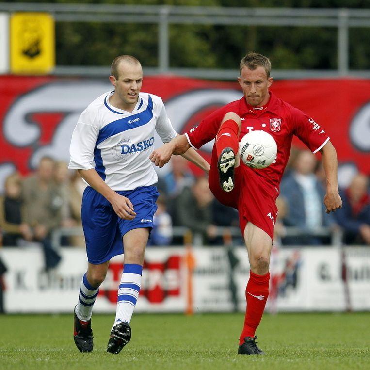 Tim Cornelisse in actie met Twente tegen Twenterand. FOTO'S PRO SHOTS Beeld