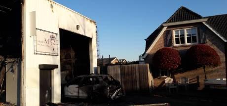 Jonge kapster ziet eigen zaak in vlammen opgaan bij loodsbrand in Roosendaal: 'Dit is zo erg voor haar'