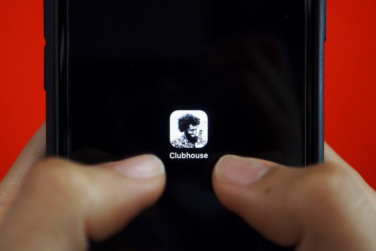 Met de app Clubhouse communiceren mensen met elkaar door middel van spraakberichten. Beeld REUTERS