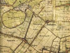 Na droogleggen van plassen in 17de en 18de eeuw bleef de Dorpsstraat meters boven de polders uitsteken