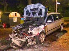 Opnieuw auto uitgebrand in Enschede, politie onderzoekt brandstichting