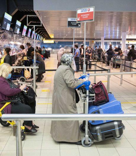 Kabinet: Volle vliegtuigen mogelijk, mondkapje op tijdens vlucht en bij inchecken