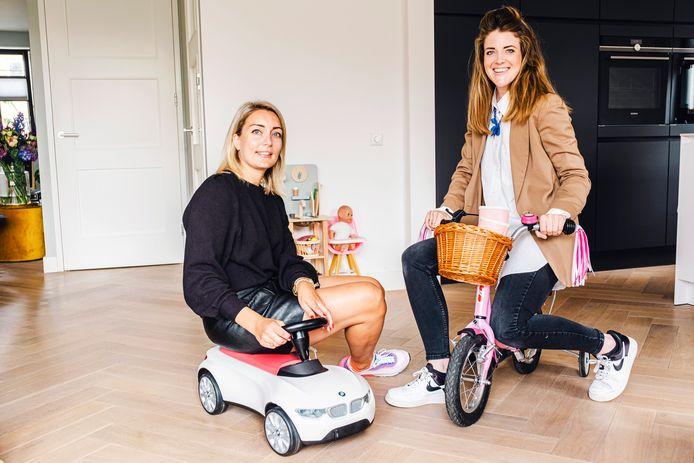 Anouk Brussel (links, 32, Wilnis) en Nori van der Velden (Vinkeveen, 32) zijn gestart met Laifkids.nl, een soort Vinted of Marktplaats voor baby- en kinderspullen.