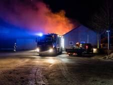 Uitslaande brand in paardenstal in Hilvarenbeek, bewoners redden alle dieren