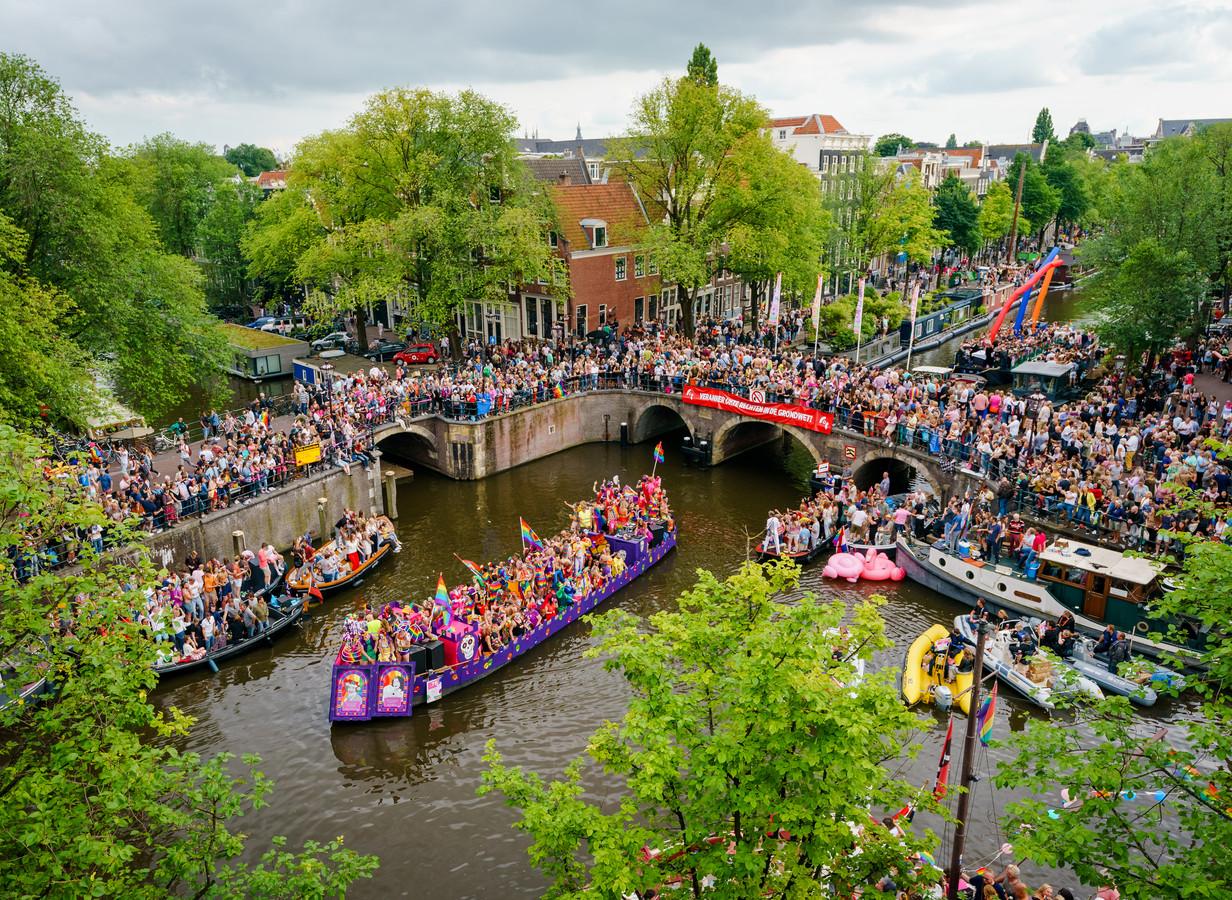 De Canal Parade door de Amsterdamse grachten in 2019.