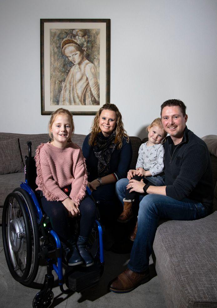 Isa van Deursen met haar moeder Nicole, zusje Tessa en vader Paul.