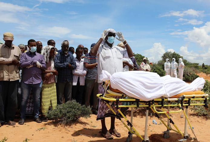 Uitvaart van een overleden coronapatiënt in Somalië