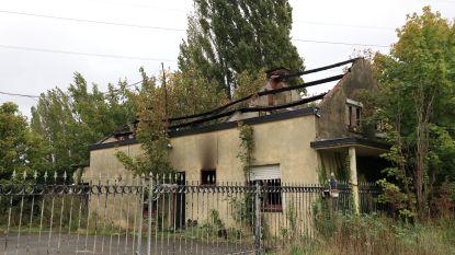 Vandalen slaan nu toe buiten de dorpskom van Doel: leegstaande boerderij volledig uitgebrand