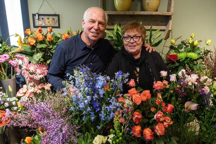 Joop en Marja Bouwmeester nemen na 41 jaar afscheid van hun bloemenzaak in Neede. Wat blijft, zijn de herinnering én de passie voor bloemen en planten.