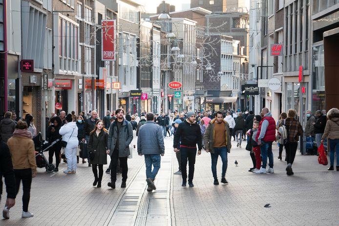 Drukte in het centrum van Nijmegen op zaterdag 7 november 2020.