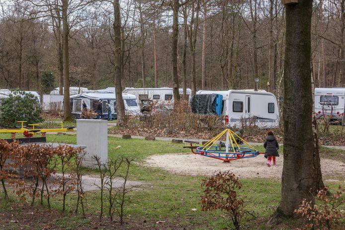 Hoe is de sfeer op de camping tijdens de paasdagen? Op Molencaten Park Bosbad Hoeven zijn de comfortplaatsen druk bezet.