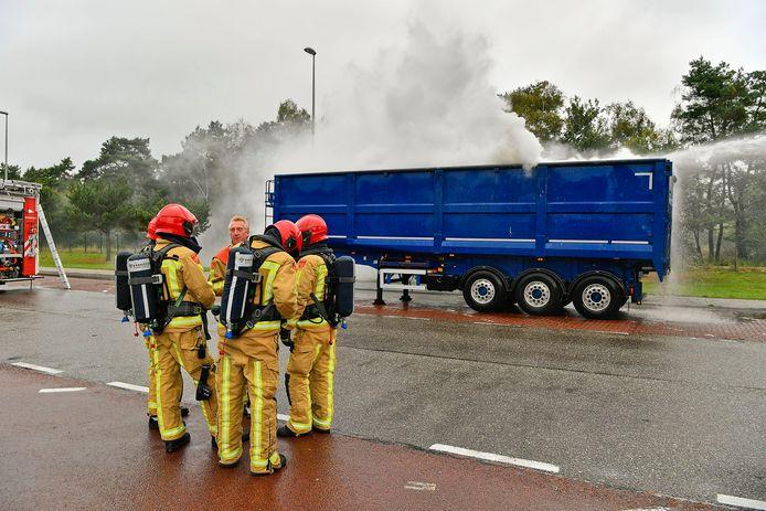 Brand in een vrachtwagentrailer bij Maarheeze.
