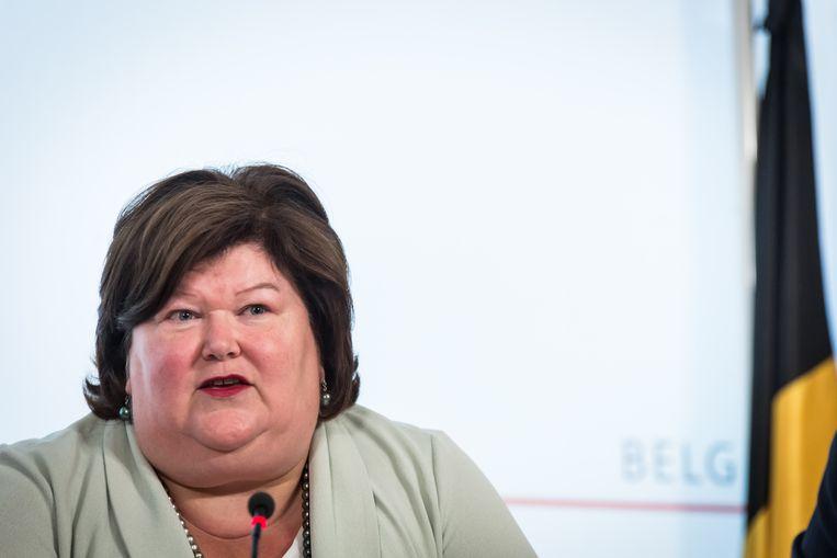 Volgens het kabinet van minister De Block (Open Vld) zal het promoten van klinische proeven ook voordelen hebben voor de Belgische patiënt. Beeld BELGA