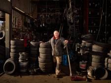 'Ik ben net een boer', zegt Paul Bestebreurtje, de man van de autobanden. 'Arm leven, rijk sterven'