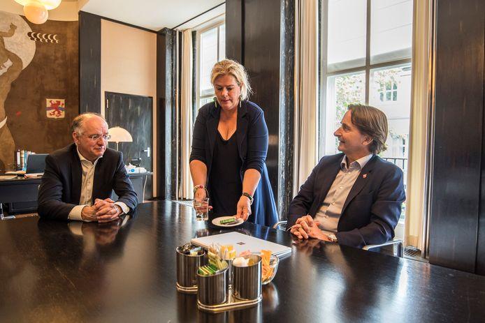 Enschede Burgemeester Onno van Veldhuizen in gesprek met Twenteboard directeur Victor-Jan Leurs