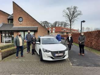 """Gemeentebestuur koopt elektrische wagen voor Sociaal Huis: """"Na 17 jaar was het tijd voor vervanging"""""""
