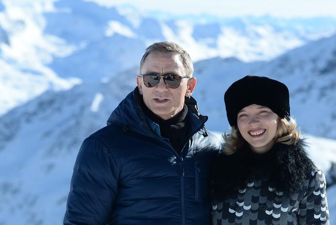 Daniel Craig met Lea Seydoux.