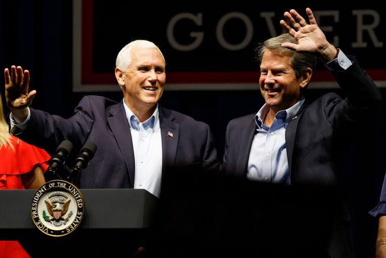 Vicepresident Mike Pence, links, voert donderdag op 120 kilometer afstand van Oprah campagne met de Republikeinse gouverneurskandidaat Brian Kemp.   Beeld AP