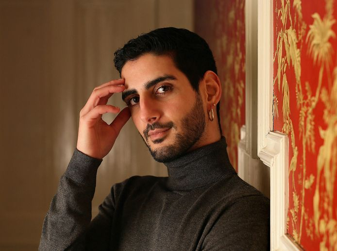 Abdellah Bijat werd door zijn geaardheid uit huis gezet door zijn moeder, maar vond toch de kracht om zichzelf te zijn.