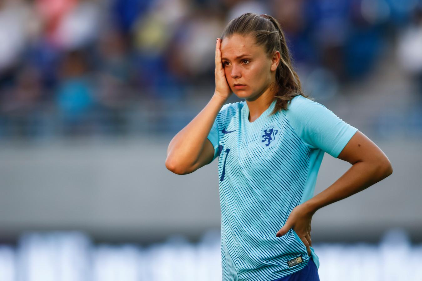 FC Barcelona-speelster Lieke Martens baalt na de 2-1 nederlaag in Noorwegen van vorige week dinsdag.