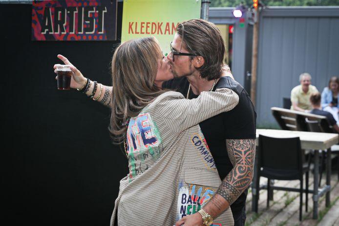 Yvonne Coldeweijer voert al maanden een persoonlijke vendetta tegen André Hazes en Sarah van Soelen (foto).