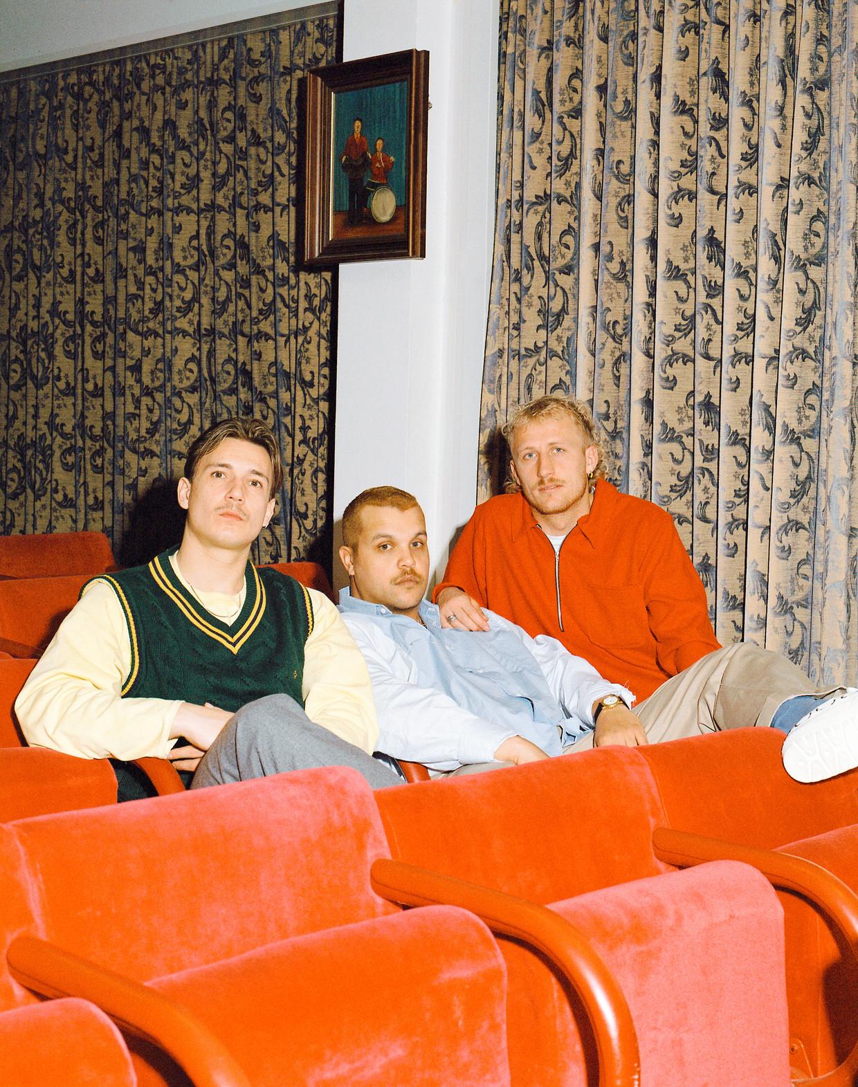 De leden van Goldband met, van links naar rechts, Karel Gerlach, Boaz Kok en Milo Driessen.  Beeld Tom van Huisstede