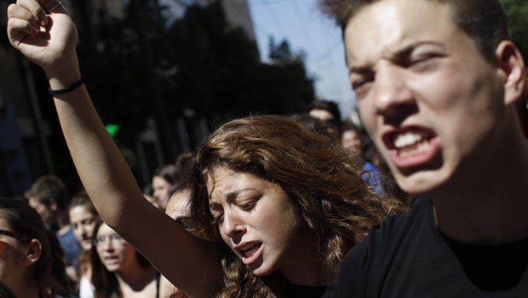 Studenten protesteren tegen de Gouden Dageraad in het centrum van Athene. Beeld ap