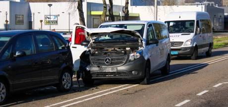 Taxibusje met kinderen betrokken bij ongeluk in Gouda