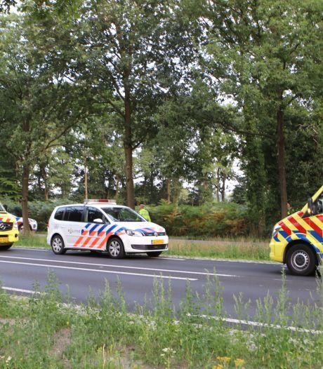 Wielrenner zwaargewond na ongeluk in Renswoude: politie zoekt vier doorrijders op scooters