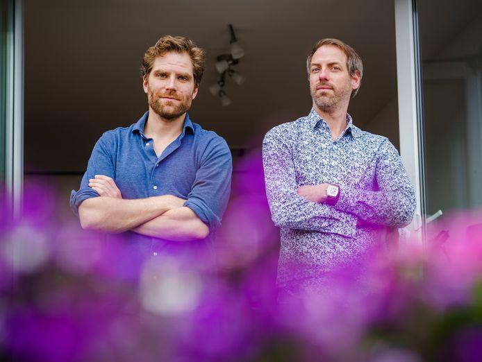 Pieter Jan van Doormaal, links, en Justin Dorneaunu. Die laatste schreef het boek: Van Manpoepoenjor naar Djatlovpas, een waargebeurd avontuur in het Oeralgebergte.