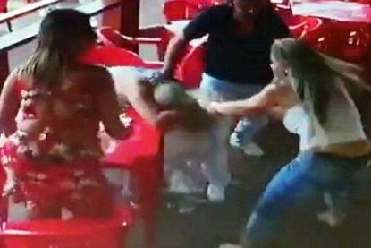 Bedrogen vrouw valt partner en zijn maîtresse aan in café