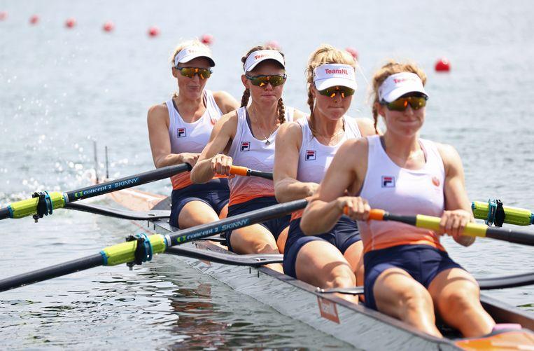 Het zilveren team met Ellen Hogerwerf, Karolien Florijn, Ymkje Clevering en Veronique Meester. Beeld REUTERS