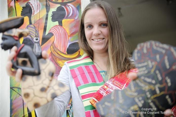 Ilse de Lat met haar spullen uit Afrika